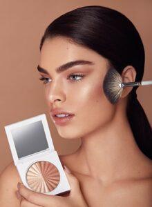 Ofra Cosmetics modelka